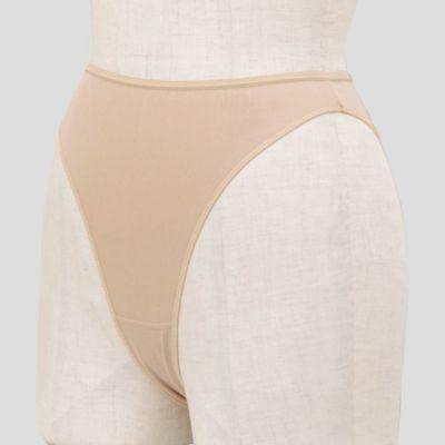 レオタードからのはみ出しや表へのひびきの心配が少ない 薄く柔らかなショーツ