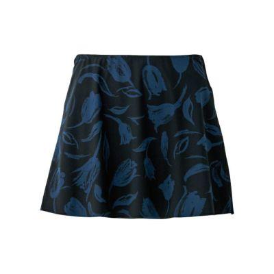 表面はプリントで裏面が無地、裾断ち切りのリバーシブルオーバースカート