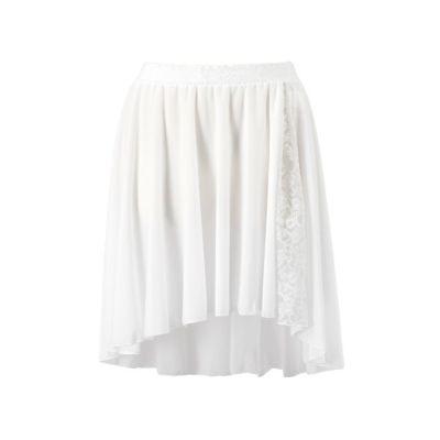 動きに合わせて同色レースが見え隠れする履き込みスカート